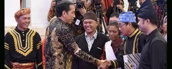penyerahan SK Penetapan Hutan adat oleh Presiden Jokowi