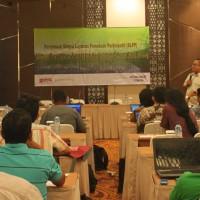 Deny Rahadian, Kornas JKPP, saat memberikan materi pada Refleksi dan Kosolidasi SLPP 2016 di Mataram, NTB