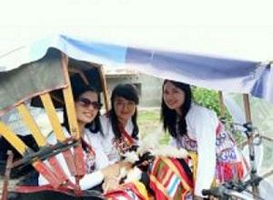 Tiga-gadis-adat-dari-Mamasa-220x162