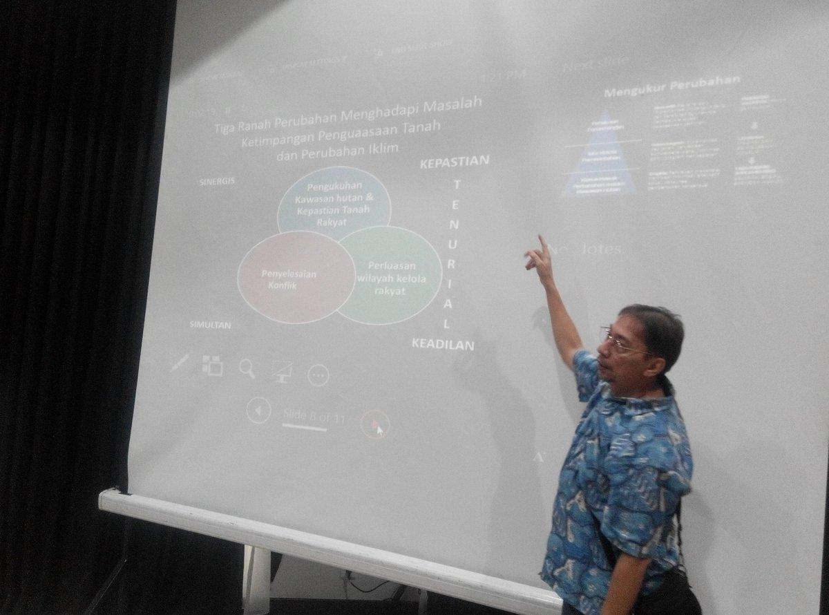 Martua Sirait saat memberikan materi pada acara Soft Launching www.tanahkita.id