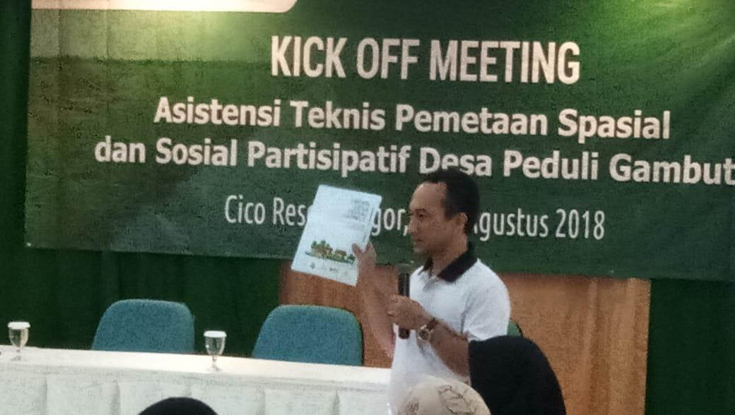 Asep Yunan Firdaus, Direktur Epistema Institute saat memberikan sambutan pada acara Kick Off Meeting DPG (8/8)